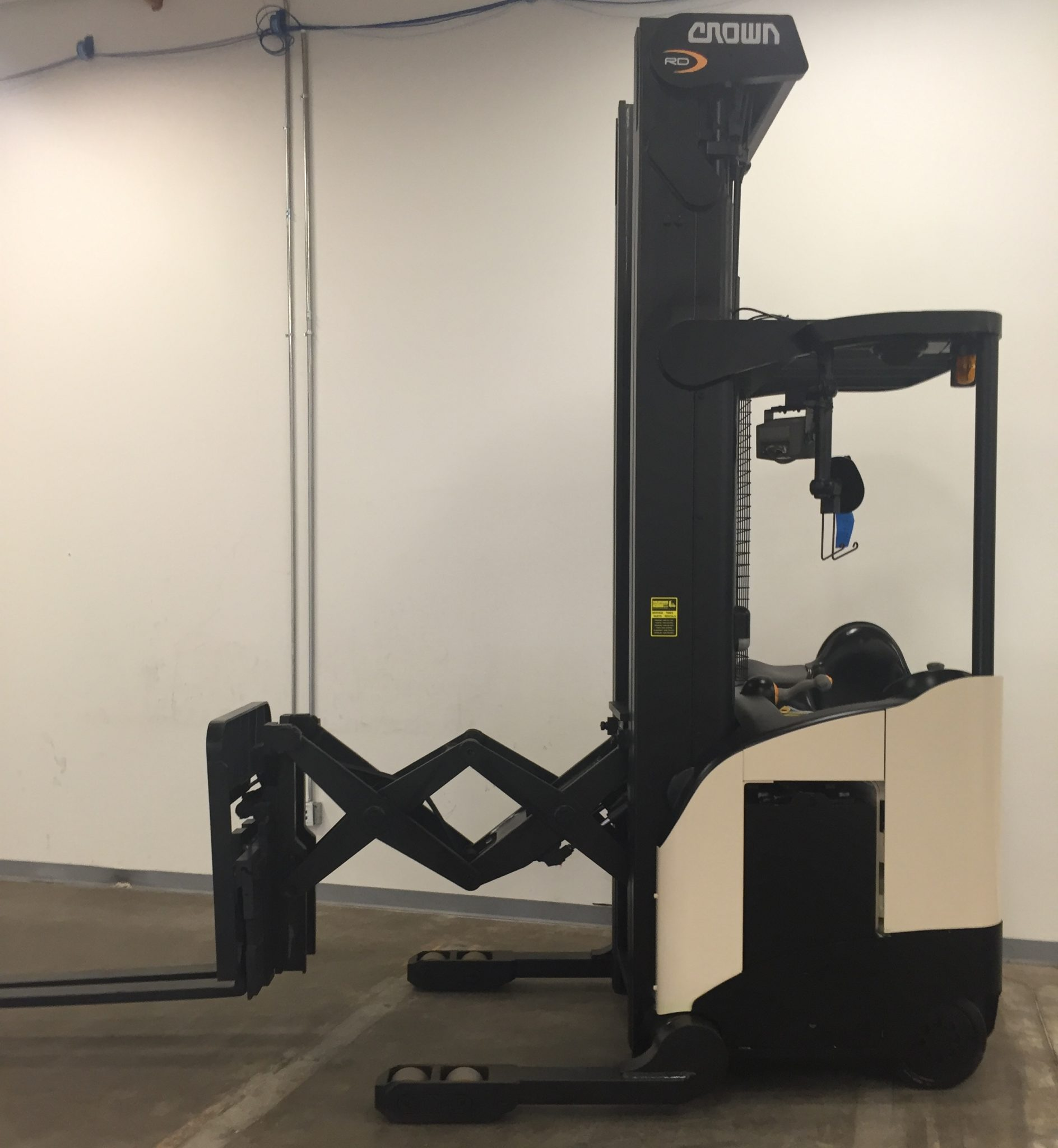 Narrow Aisle Double Reach Truck