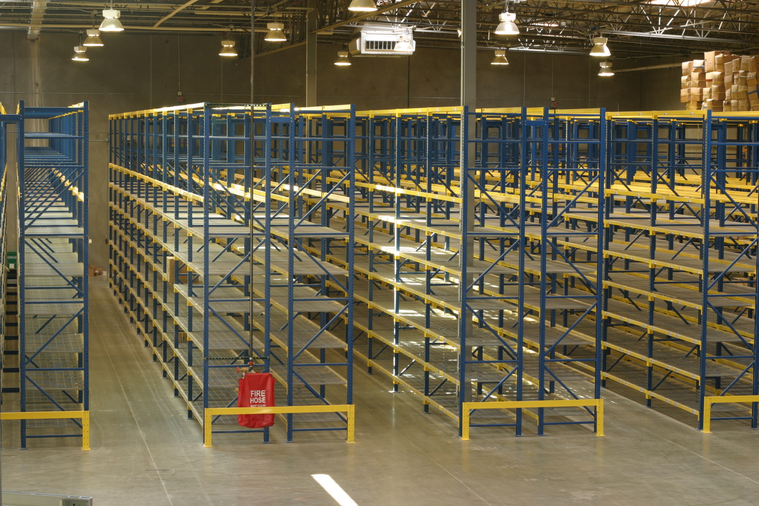 Selective Pallet Racking Performance People